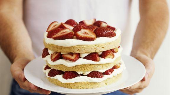 Rezept: Kleine Erdbeer-Sahne-Torte