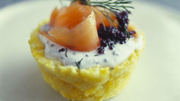 Rezept: Kleine Kartoffelpastete mit geräuchertem Lachs und Kaviar