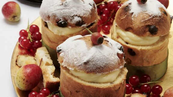 Rezept: Kleine Panettone mit Vanillecreme gefüllt