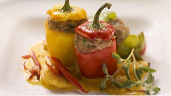 Rezept: Kleine Paprika mit Füllung und Kürbissoße