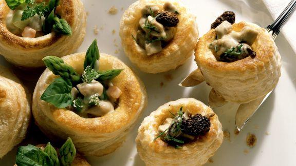 Rezept: Kleine Pasteten mit Kalbsbriesragout und Morcheln