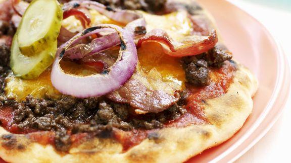Rezept: Kleine Pizzen mit Hackfleisch, Käse und Schinken
