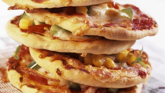 Rezept: Kleine Pizzen mit Mais und Chili