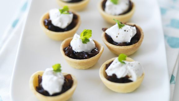 Rezept: Kleine Quiches mit Balsamicozwiebeln
