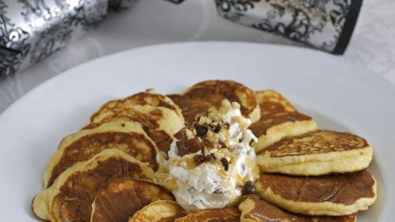 Rezept: Kleine Ricotta-Pfannkuchen mit Honigjoghurt und Beeren