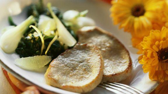 Rezept: Kleine Schnitzel mit Spinat