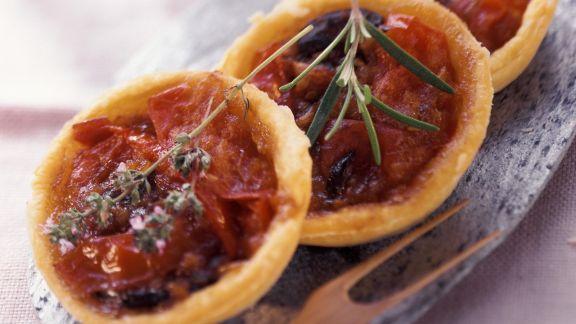 Rezept: Kleine Tomatenkuchen mit Sardellen