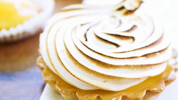 Rezept: Kleine Zitronentarte mit Baiserhaube