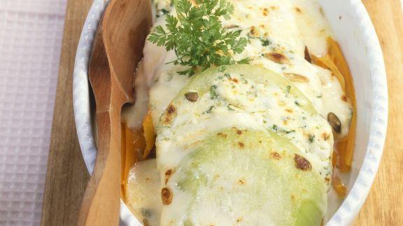 Rezept: Kohlrabi-Karotten-Auflauf mit Käse und Kerbel überbacken