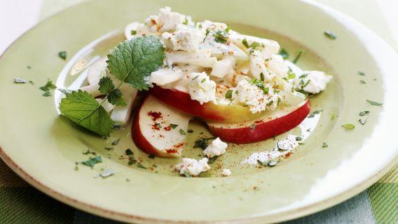 Rezept: Kohlrabisalat mit Apfel und Ziegenfrischkäse
