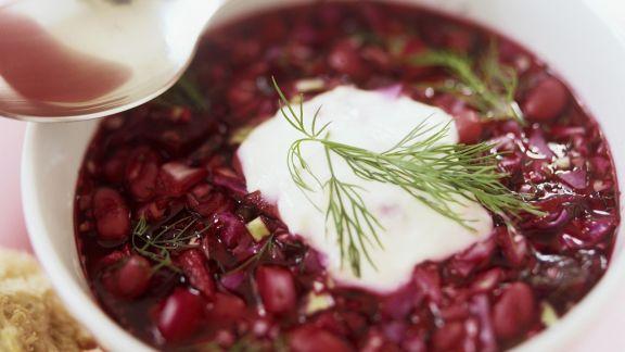 kohlsuppe mit roter bete borschtsch rezept eat smarter. Black Bedroom Furniture Sets. Home Design Ideas