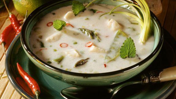 Rezept: Kokos-Fisch-Suppe mit Spargel und Zitrone