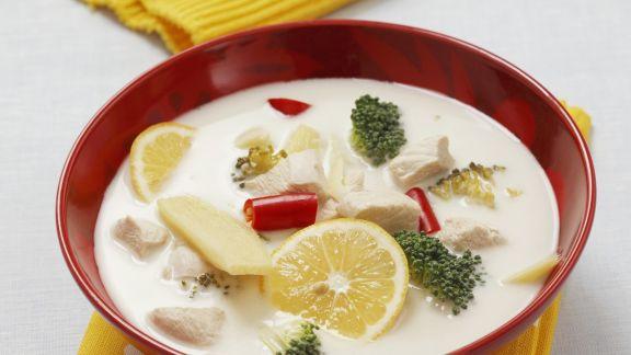 Rezept: Kokos-Hähnchen-Suppe mit Zitrone