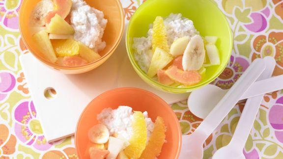 Rezept: Kokos-Milchreis mit Obstsalat
