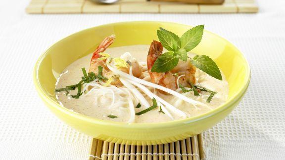 Rezept: Kokosmilchsuppe mit Shrimps, Reisnudeln und Sojasprossen