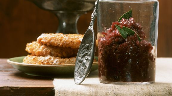 Rezept: Konfitüre aus roten Zwiebeln mit Sellerieschnitzeln
