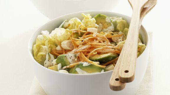 Rezept: Kopfsalat mit Lauchzwiebeln, Möhren und Avocado