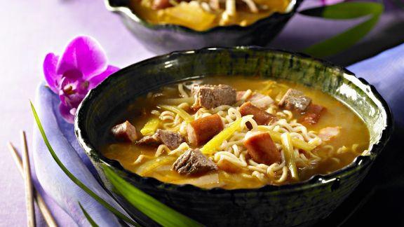 Rezept: Koreanischer Eintopf mit Fleisch, Gemüse und Nudeln