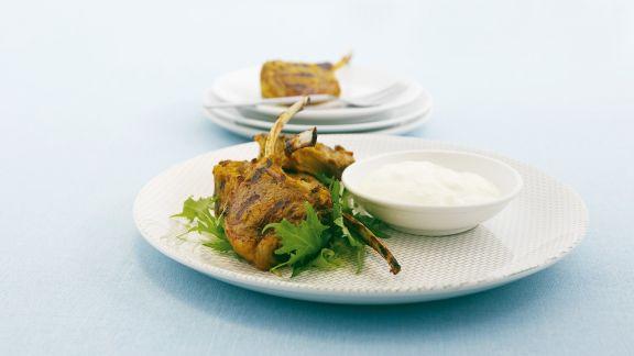 Rezept: Koteletts vom Lamm mit Joghurt-Dip