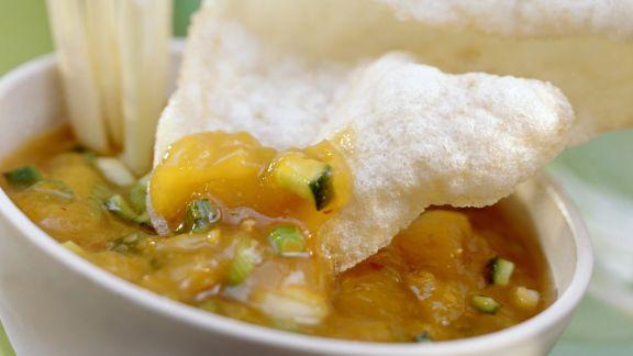 Rezept: Krabbenchips (Krupuk) mit süß-saurem Dip