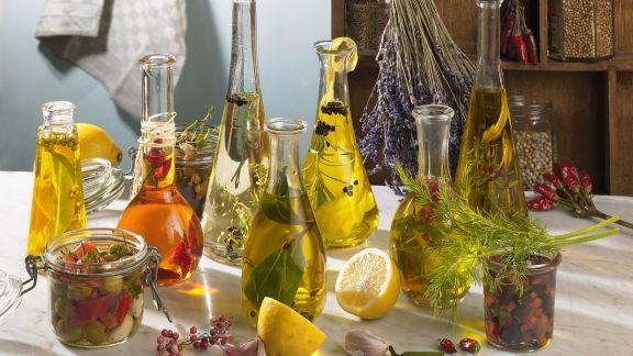 Rezept: Kräuter- und Gewürzöle