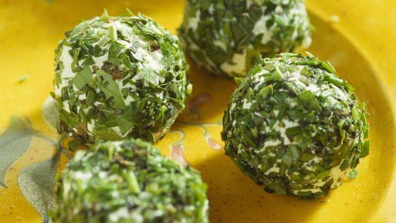Rezept: Kräuterbällchen mit Ziegenfrischkäse