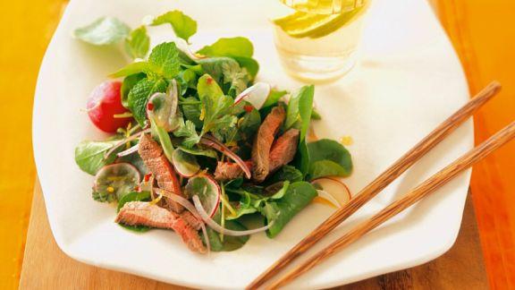 Rezept: Kräutersalat mit Steakstreifen