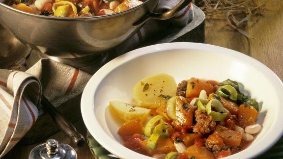 Rezept: Kürbis-Hackfleisch-Topf mit Kartoffeln