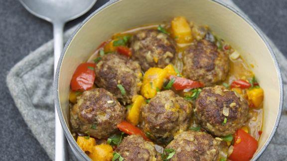 Rezept: Kürbis-Paprika-Eintopf mit Hackfleischbällchen