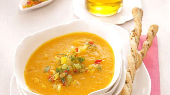 Rezept: Kürbiscremesuppe mit Gemüsegremolata