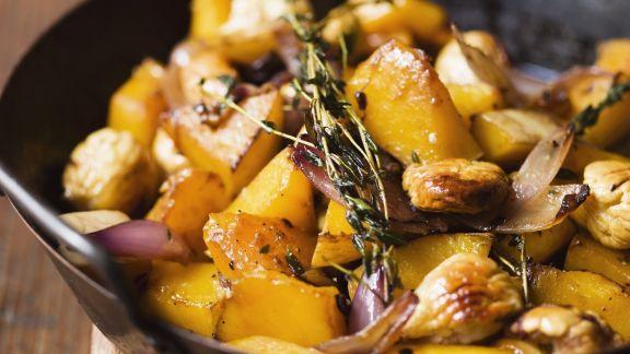 Rezept: Kürbispfanne mit Kastanien und Zwiebeln