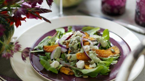 Rezept: Kürbisschnitten mit Salat