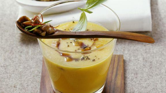 Rezept: Kürbissuppe mit Chili-Maroni