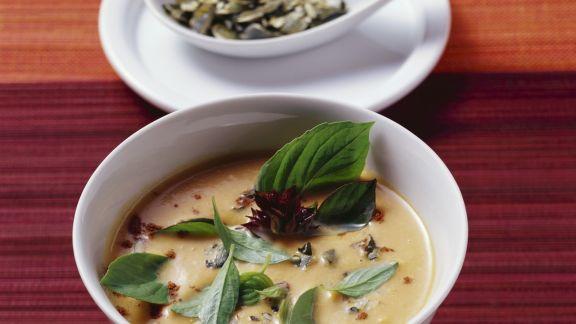 Rezept: Kürbissuppe mit Kokos, Ingwer und Zimt