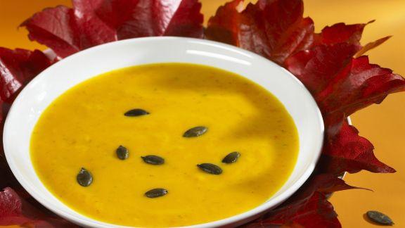Rezept: Kürbissuppe mit Kürbiskernen