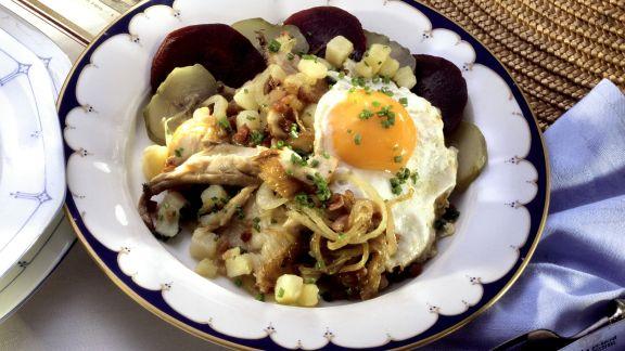 Rezept: Labskaus mit geräuchertem Fisch, Roter Bete, Gurken, Zwiebeln und Ei