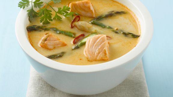 Rezept: Lachs-Currysuppe mit Spargel