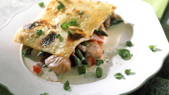 Rezept: Lachs-Lasagne mit Gorgonzola, Spargel und Tomaten