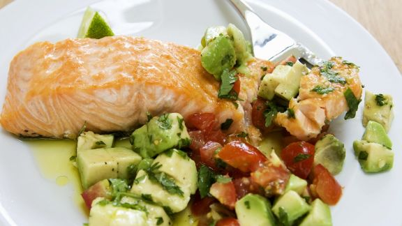 Rezept: Lachs mit Avocado-Tomaten-Salsa