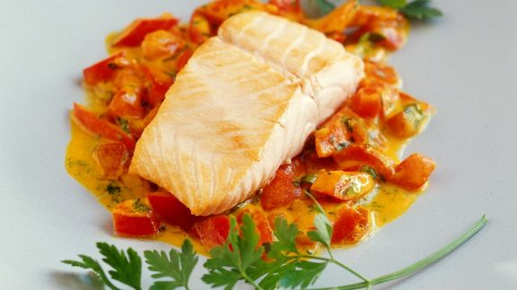 Rezept: Lachs mit Paprika-Tomatensauce