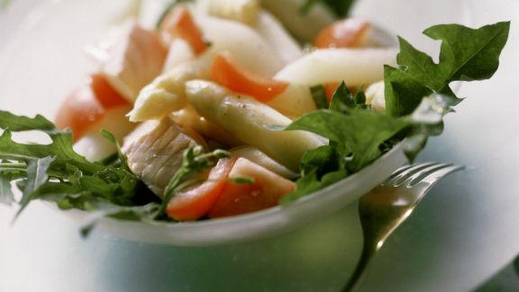 Rezept: Lachs mit Spargel dazu Rucola und Tomaten