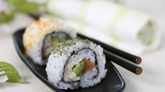 Rezept: Lachs-Sushi mit Spargel und Nori-Algen