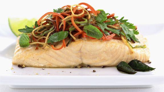 Rezept: Lachsfilet mit Gemüsetopping