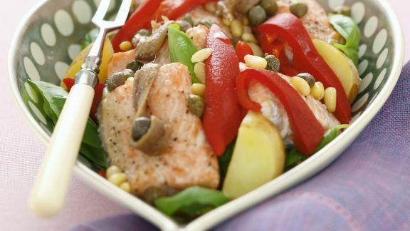 Rezept: Lachssalat mit Gemüse und Sardellen