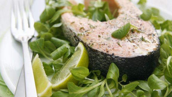 Rezept: Kotelett vom Lachs mit Orangenmarinade und Brunnenkresse