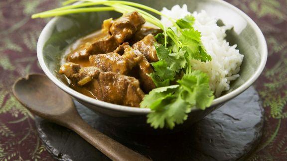 Rezept: Lamm auf Tandoori-Art mit Reis und Koriander