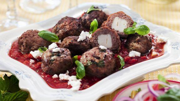 Rezept: Lamm-Feta-Bällchen mit Tomatensugo