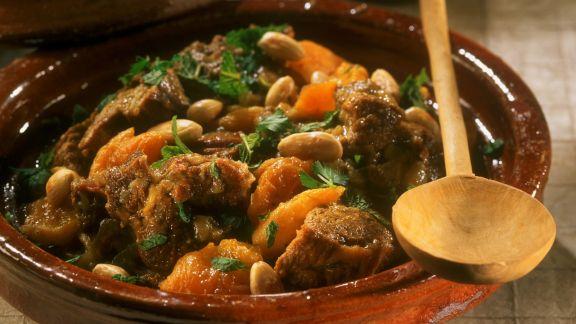 Rezept: Lamm mit Aprikosen und Mandeln aus der Tajine