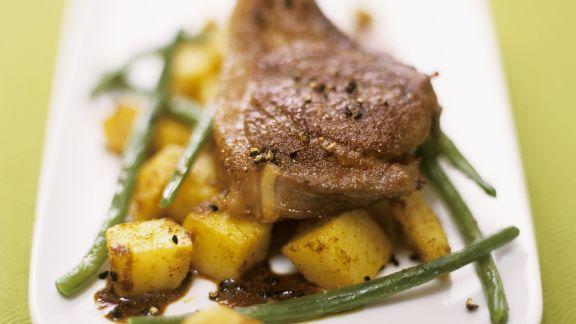 Rezept: Lammchops mit Currykartoffeln und grünen Bohnen