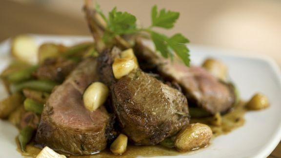 Rezept: Lammchops mit gebratenem Knoblauch